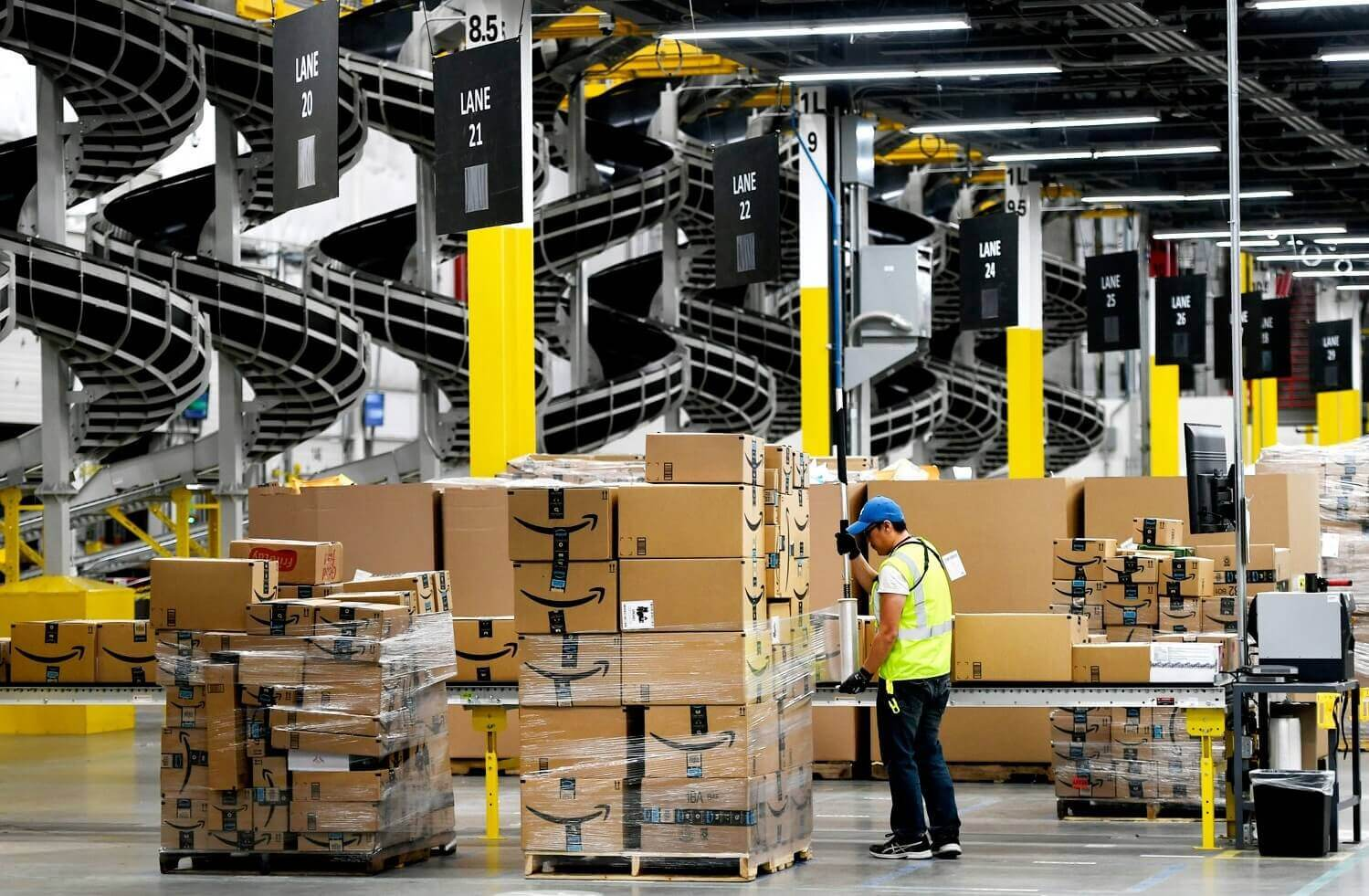 What is a fulfillment center? Differences between fulfillment centers and warehouses